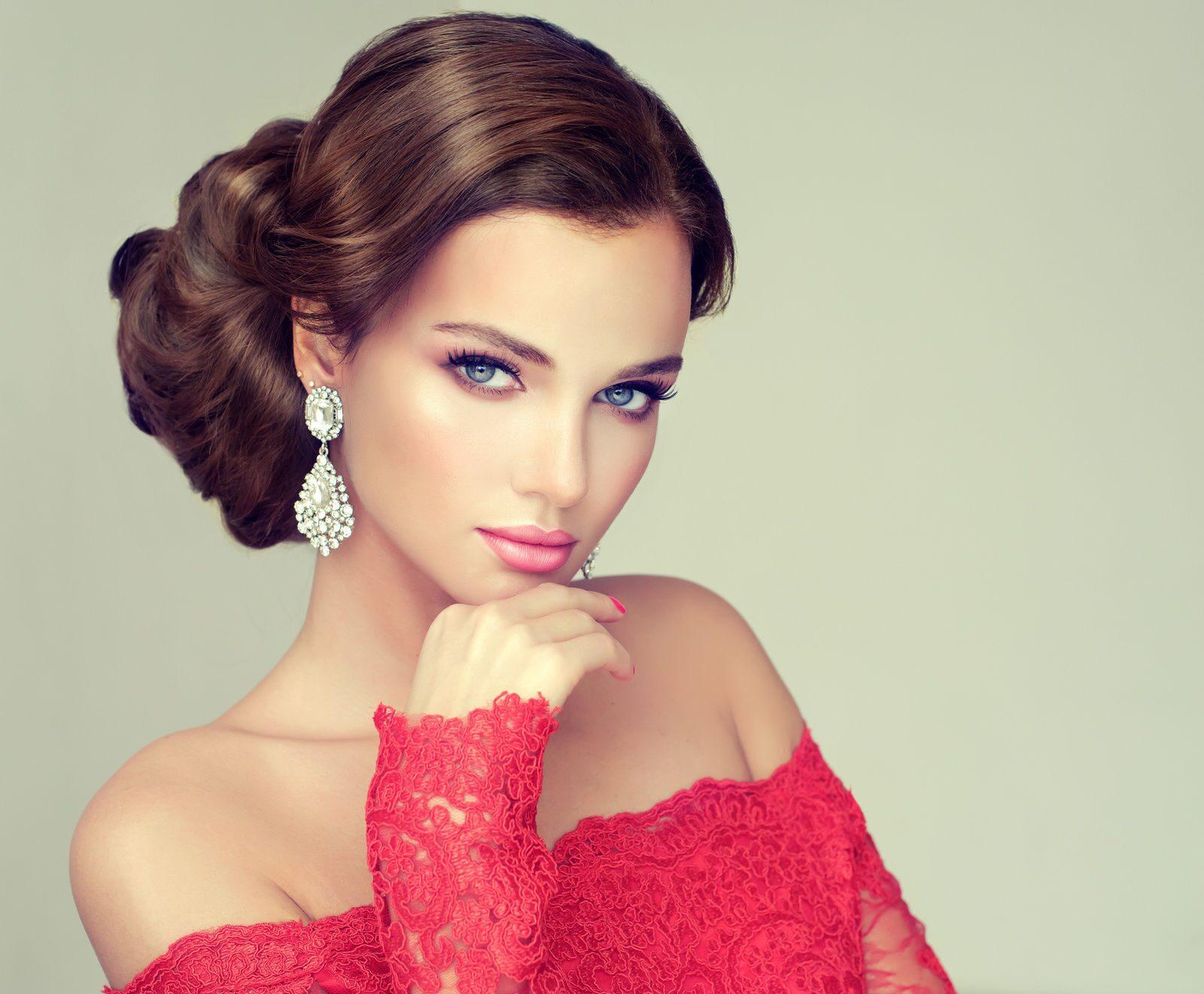 Розовое платье и макияж